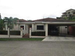 Vista Frontal Casa Residencial Las Colinas