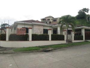 Vista Lateral Casa Residencial Las Colinas