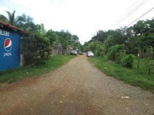 Calle de acceso frontal Casa El Pino