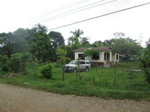 Vista Lateral de Casa en El Pino