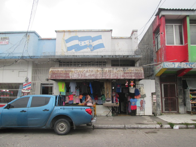 Fachada frontal local comercial