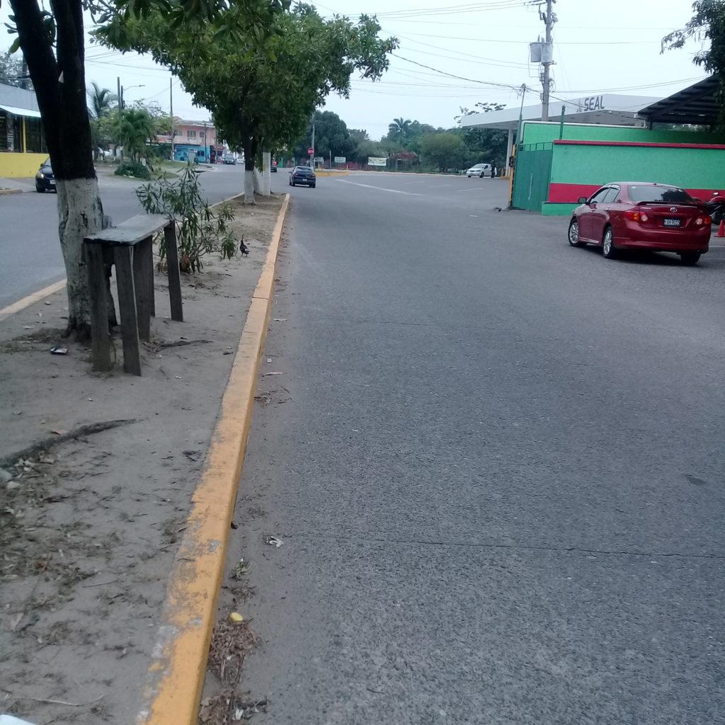boulevard frente al inmueble visto hacia el norte